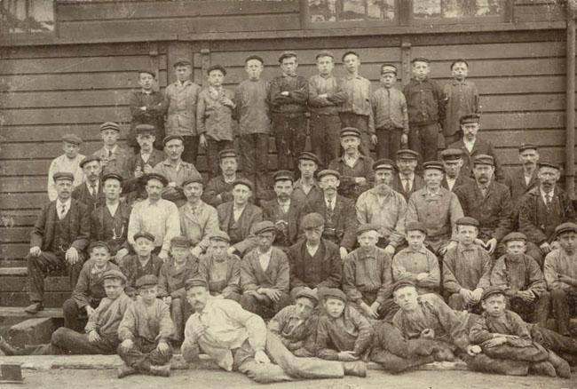Een deel van de 700 werknemers en vaak van zeer jeugdige leeftijd.