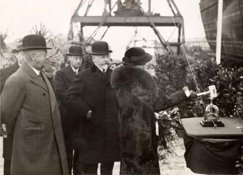 239 doop kosarew 7-12-1935 mw. a.e. hijmans-d.vlugt dochter van burg. w. de vlugt