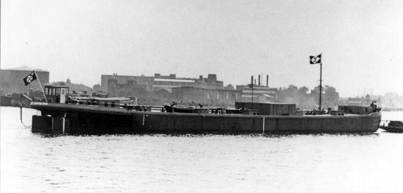 293 1941 rivier tanklichter Christian Carl (1)